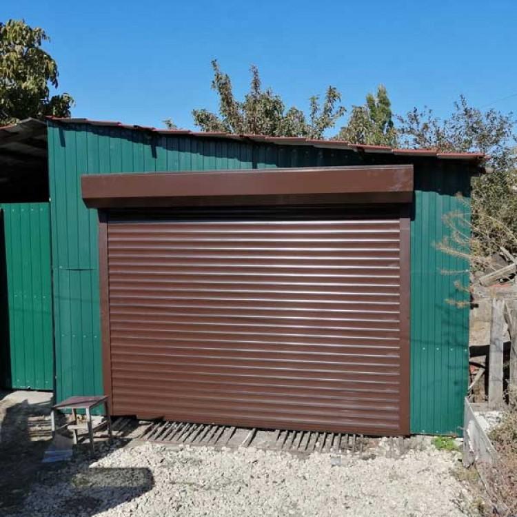 Рольставни на гараж 2700x2000 мм из профиля RH77M